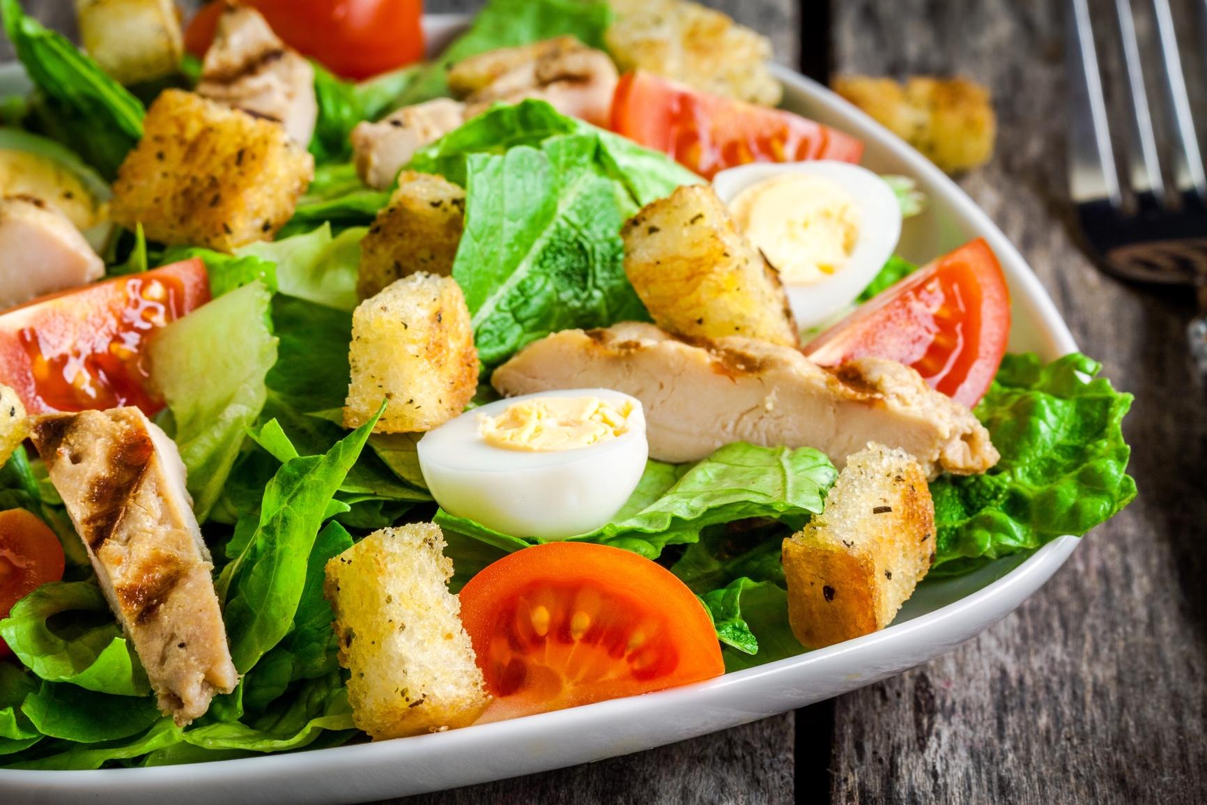 Салат с куриной грудкой и яйцами рецепт