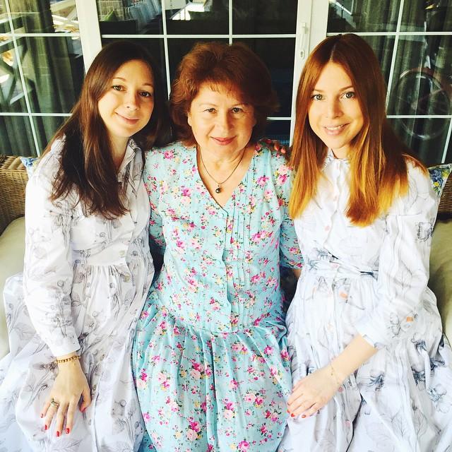 Наталья Подольская с сестрой Юлианой Подольской и их мамой