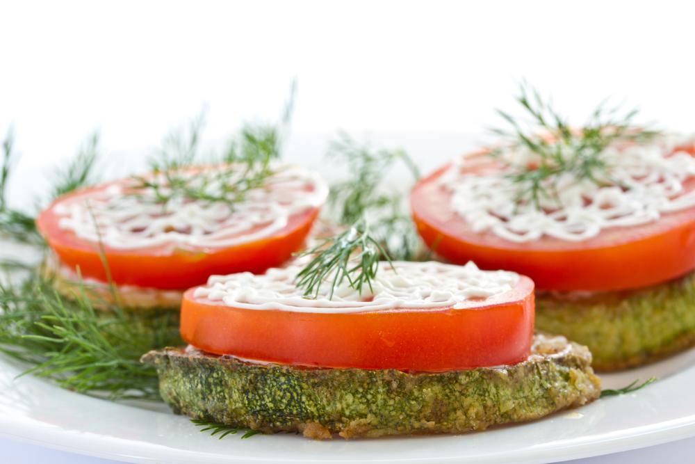 бедрышки в духовке рецепт с помидорами