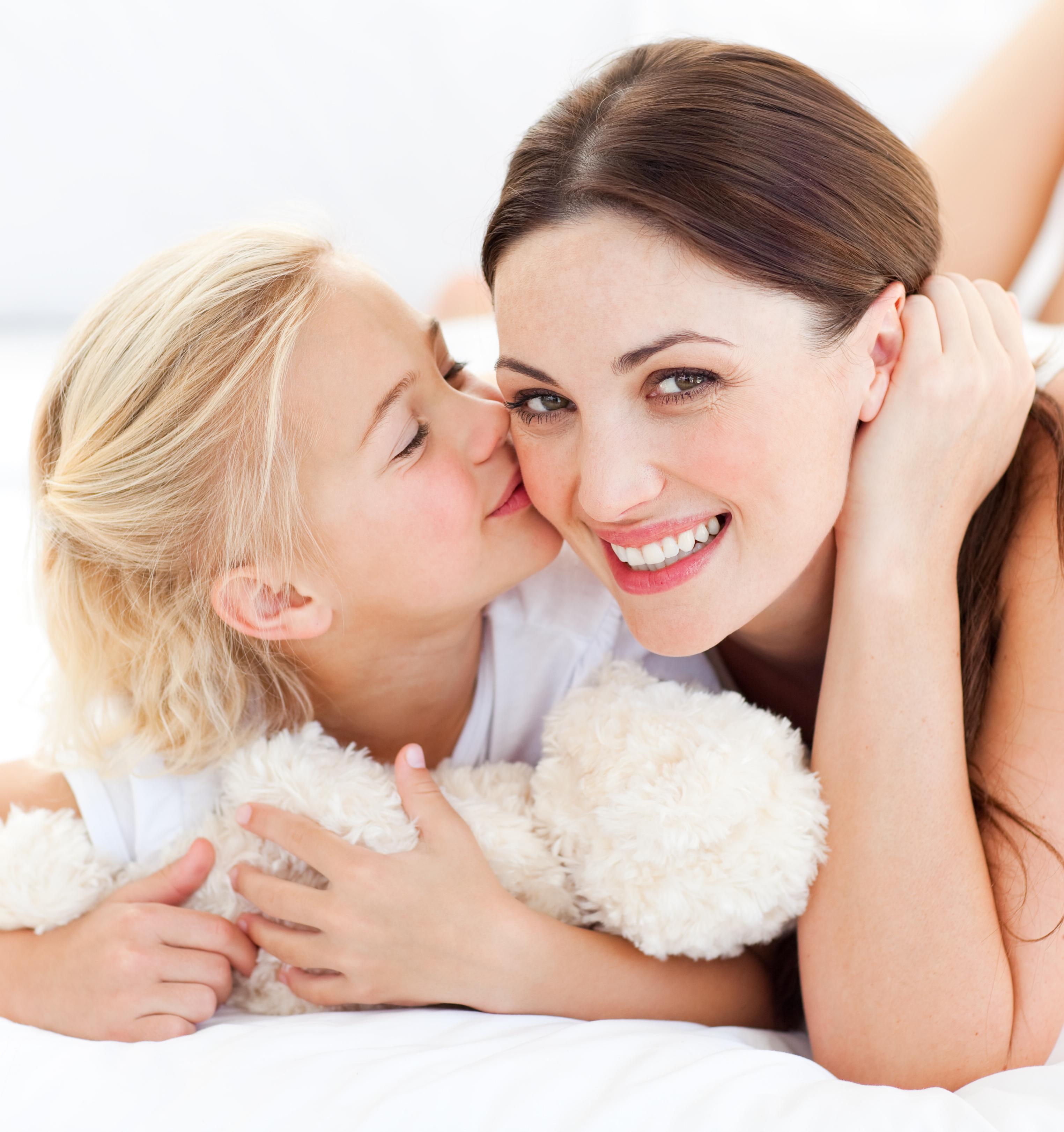 С парнем дочери на кровати 8 фотография