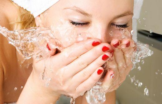 Деликатно очищаем кожу