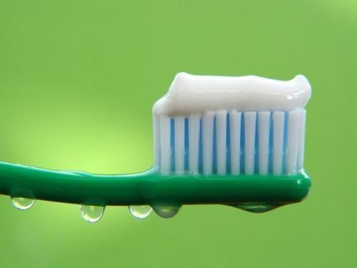 Стоматолог развеяла мифы о зубной пасте
