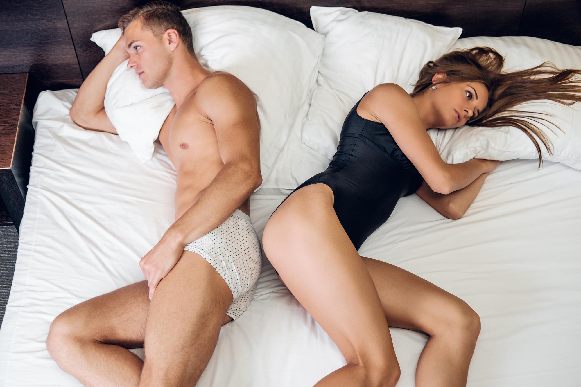 Видео порно у девушки первый секс в троем