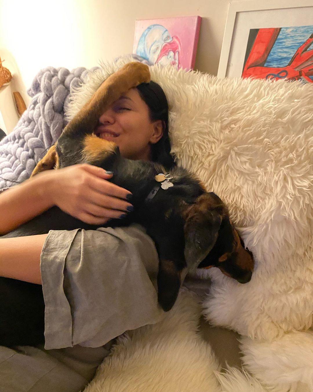 Елка призналась, что сочиняет песни для своей собаки