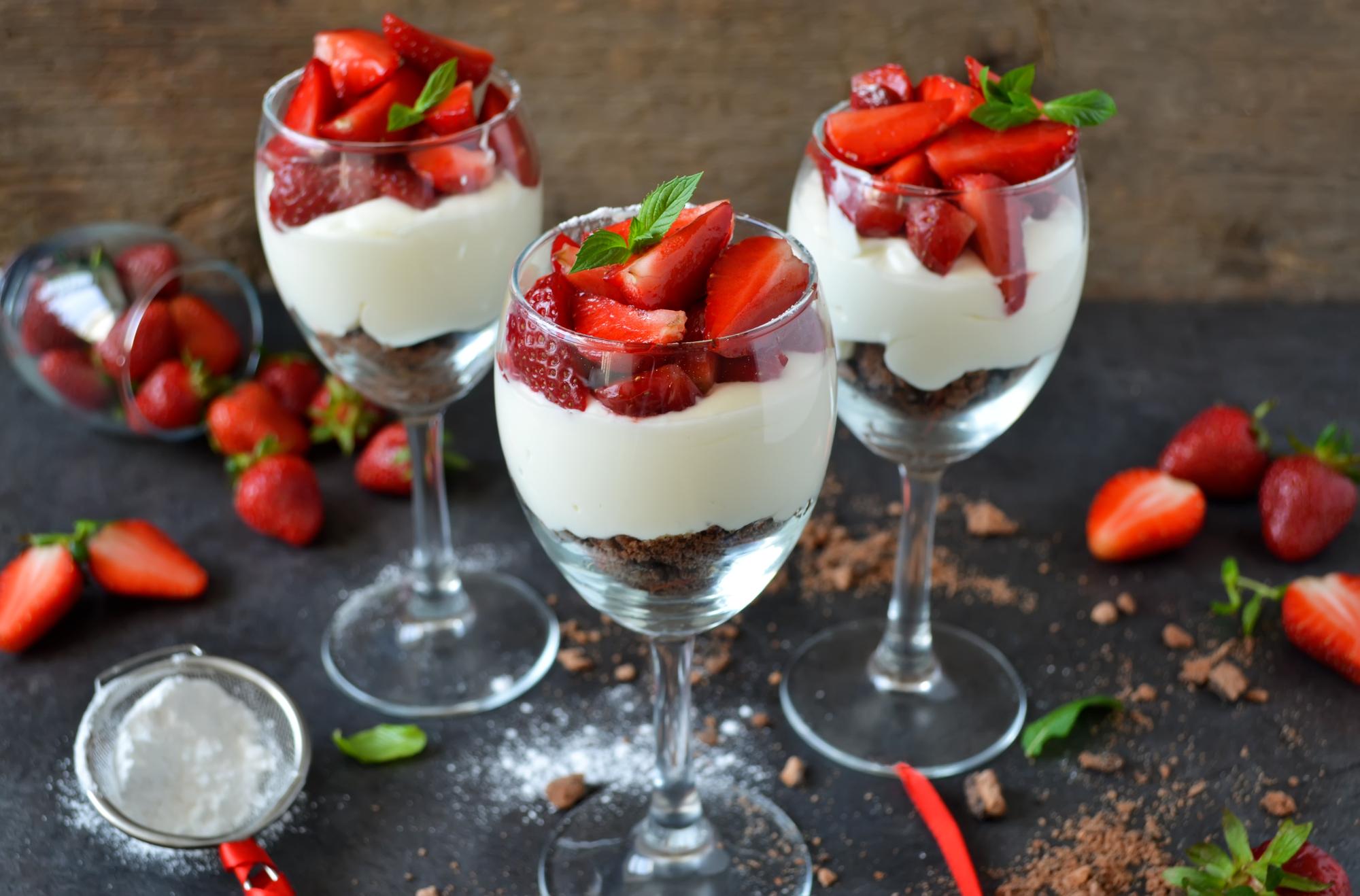 Десерт дня: клубничный чизкейк без выпечки