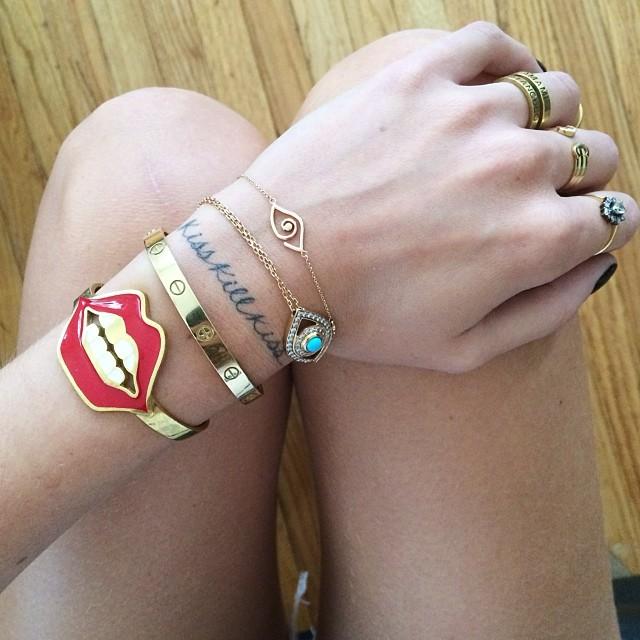 Браслеты и кольца с символами бьют все рекорды по популярности