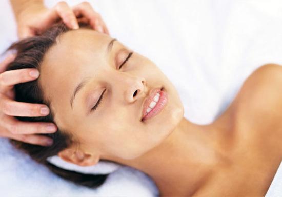 Салонные процедуры - самый безопасный способ позаботиться о коже головы