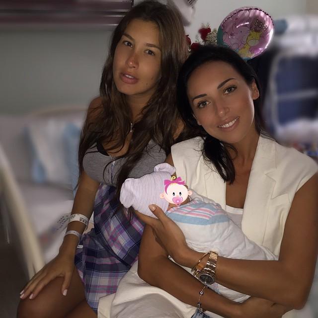 Алсу с Кети Топурией и ее новорожденной дочкой Оливией