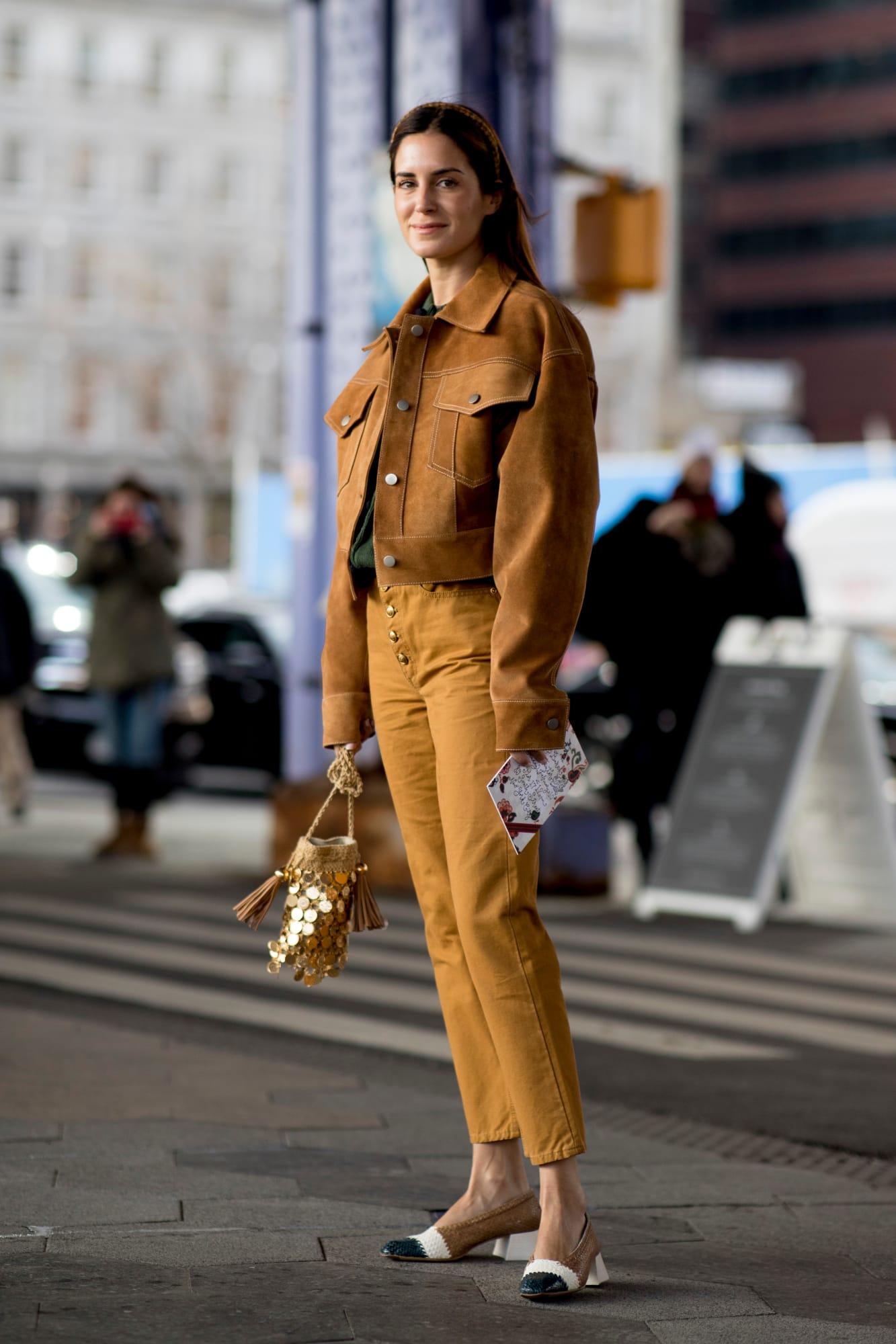 Главные антитренды 2020 года: Цветные джинсы