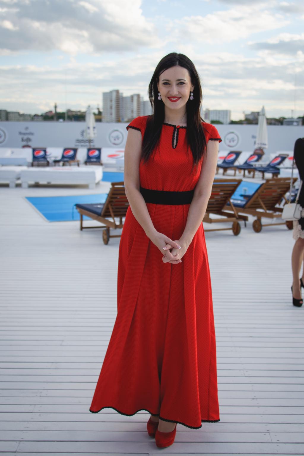 Телеведущая Соломия Витвицкая надела красное платье в пол от дизайнера Анастасии Ивановой