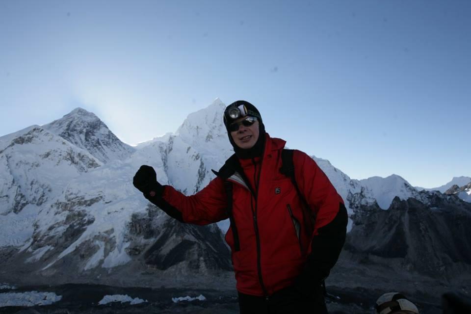 На вершине Кала Патара. За минуту до восхода солнца над Эверестом