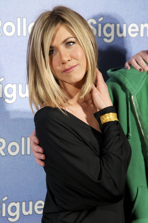 Актриса Дженнифер Энистон призналась, что использует ту же косметику, что и в подростковом возрасте