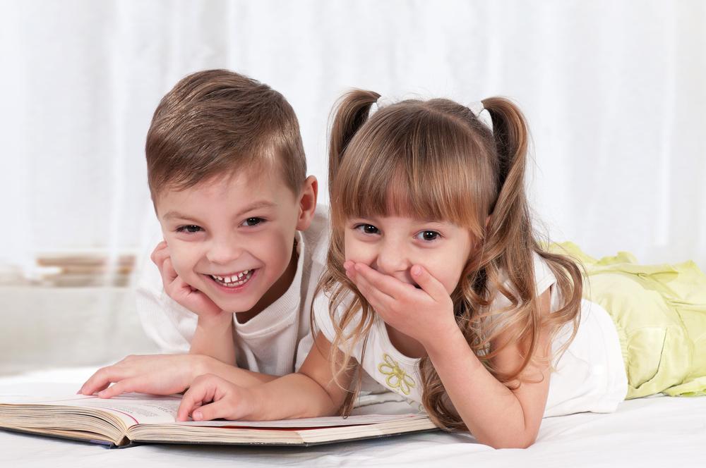 Ученые узнали, кто должен малышам читать сказки на ночь