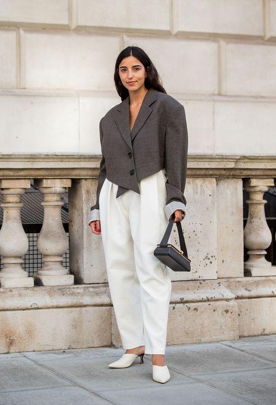 Трендовая модель - укороченный пиджак