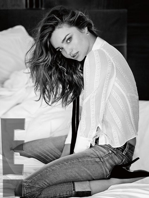 В рекламной кампании есть фотографии, где Миранда Керр полностью одета