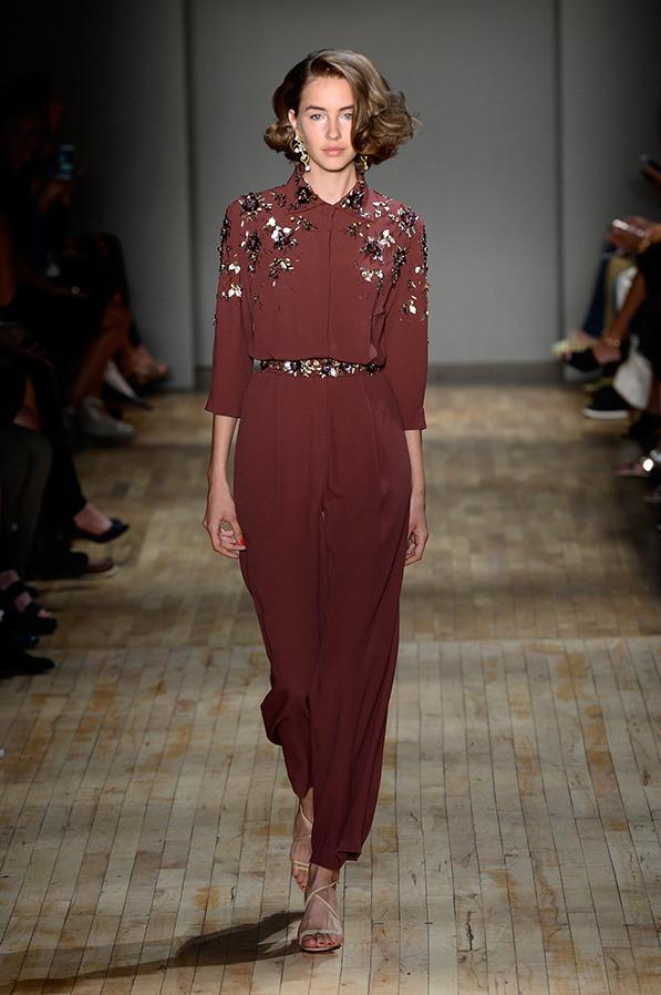 Уже сейчас ты можешь делать прогноз, что из новой коллекции Jenny Packham перекочует в гардероб Кейт Миддлтон
