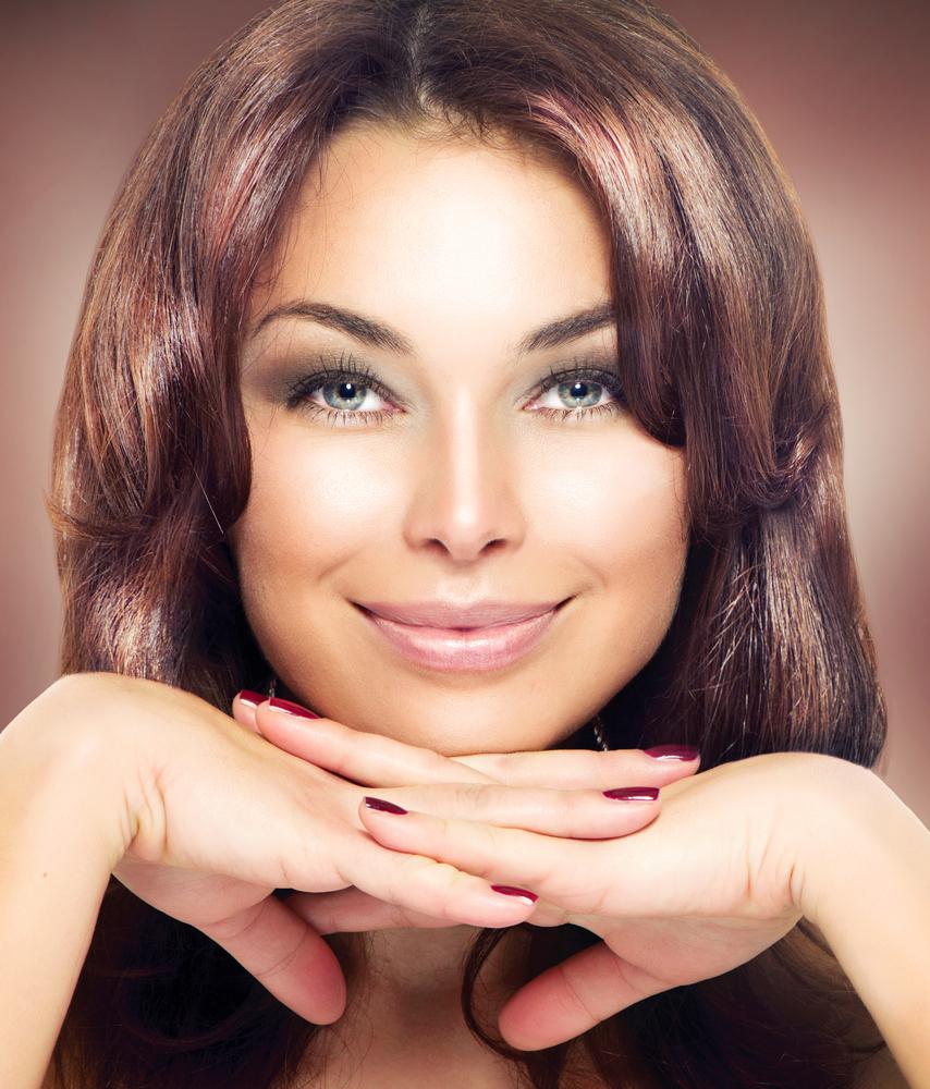 Лак для волос поможет тебе привести брови в порядок