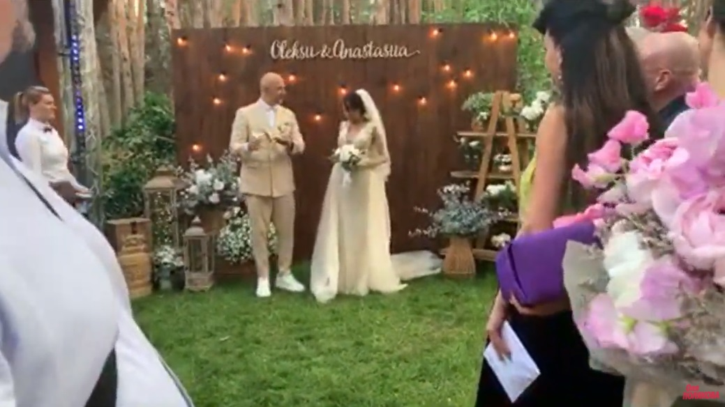 Полякова стримит: Появились первые кадры со свадьбы Потапа и Насти