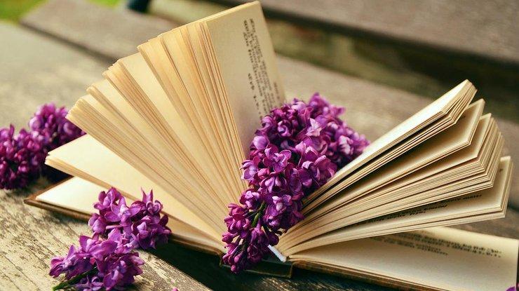 Выберите книгу с персонализированной обложкой и вашими личными поздравлениями на титульном листе