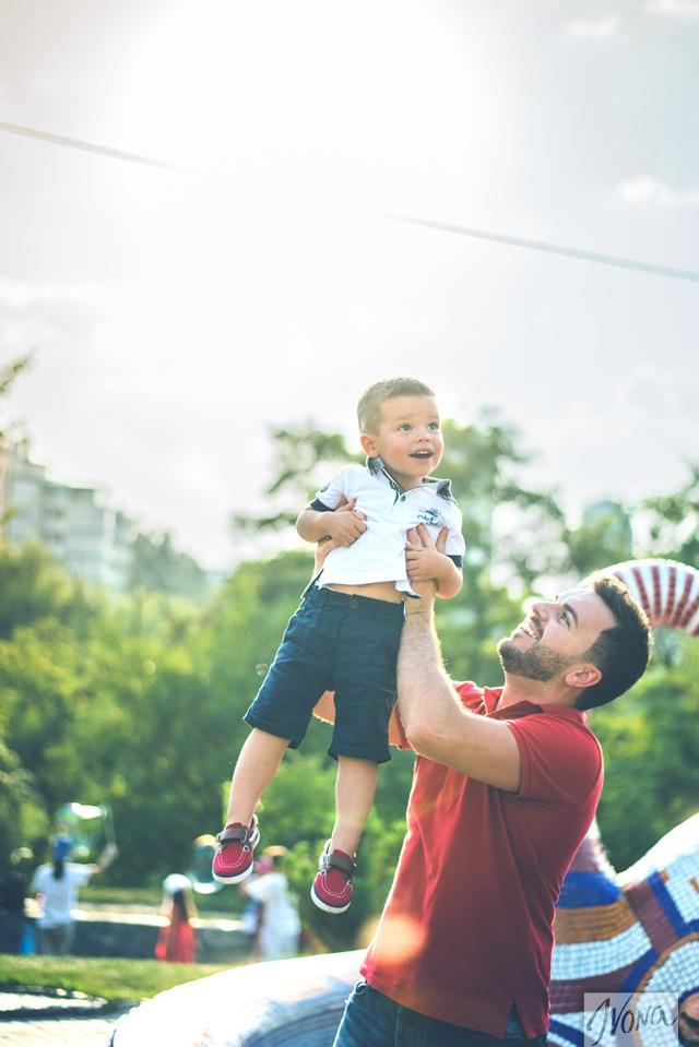 Телеведущий мечтает подарить сыну счастливое детство.