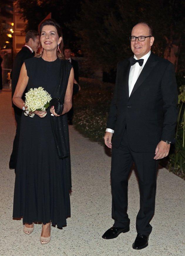 Принцесса Монако Каролина надела странные туфли с педикюром