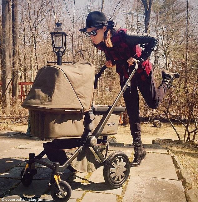 Модель Коко Роша показала фигуру через неделю после родов