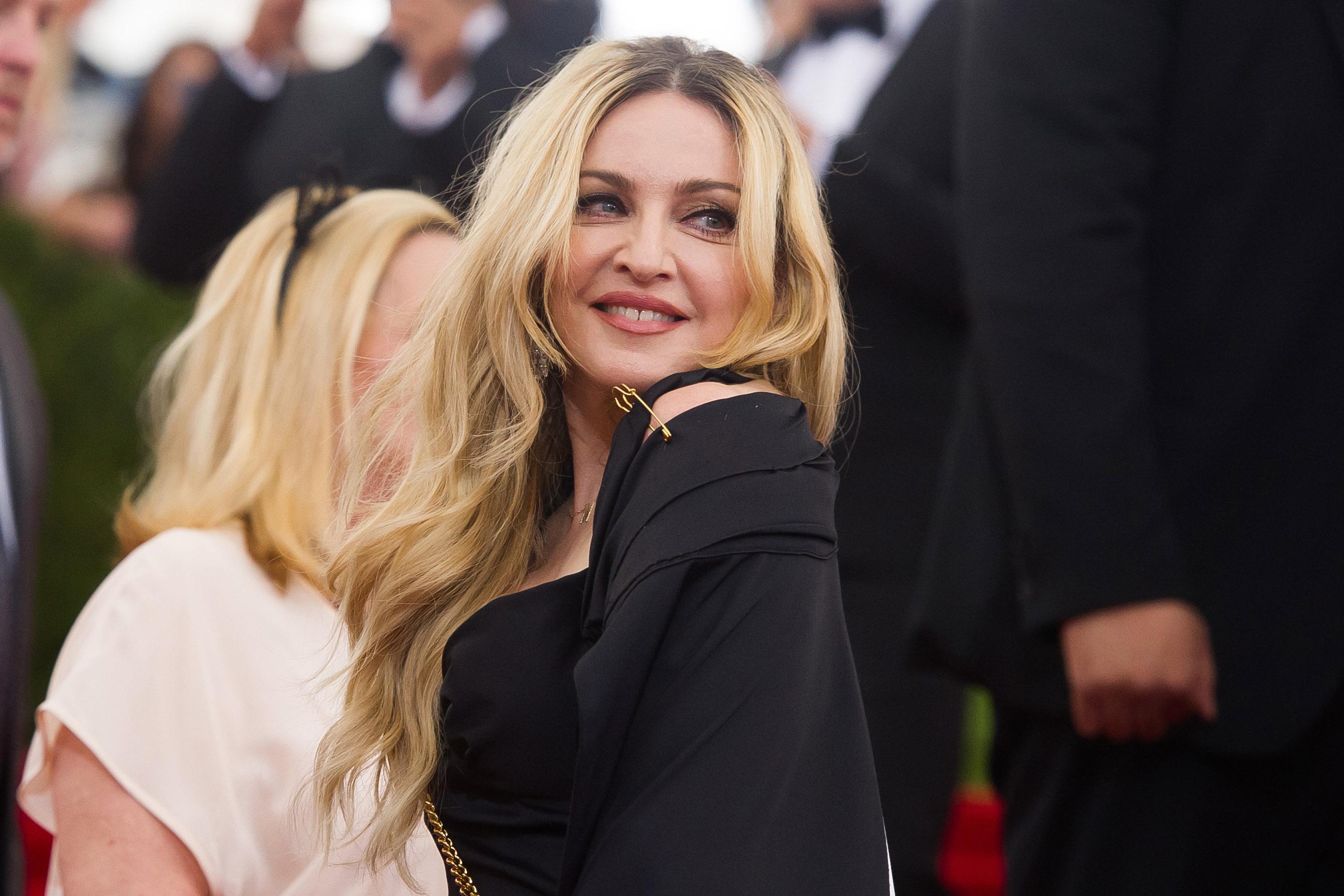 56-летняя Мадонна окрасила волосы в розовый
