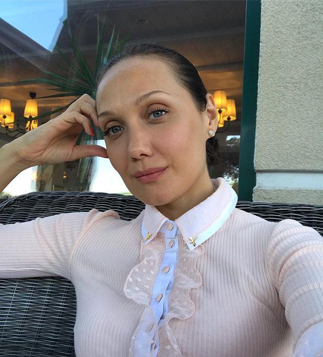 Евгения Власова прокомментировала отношения Дмитрия Костюка с их дочерью
