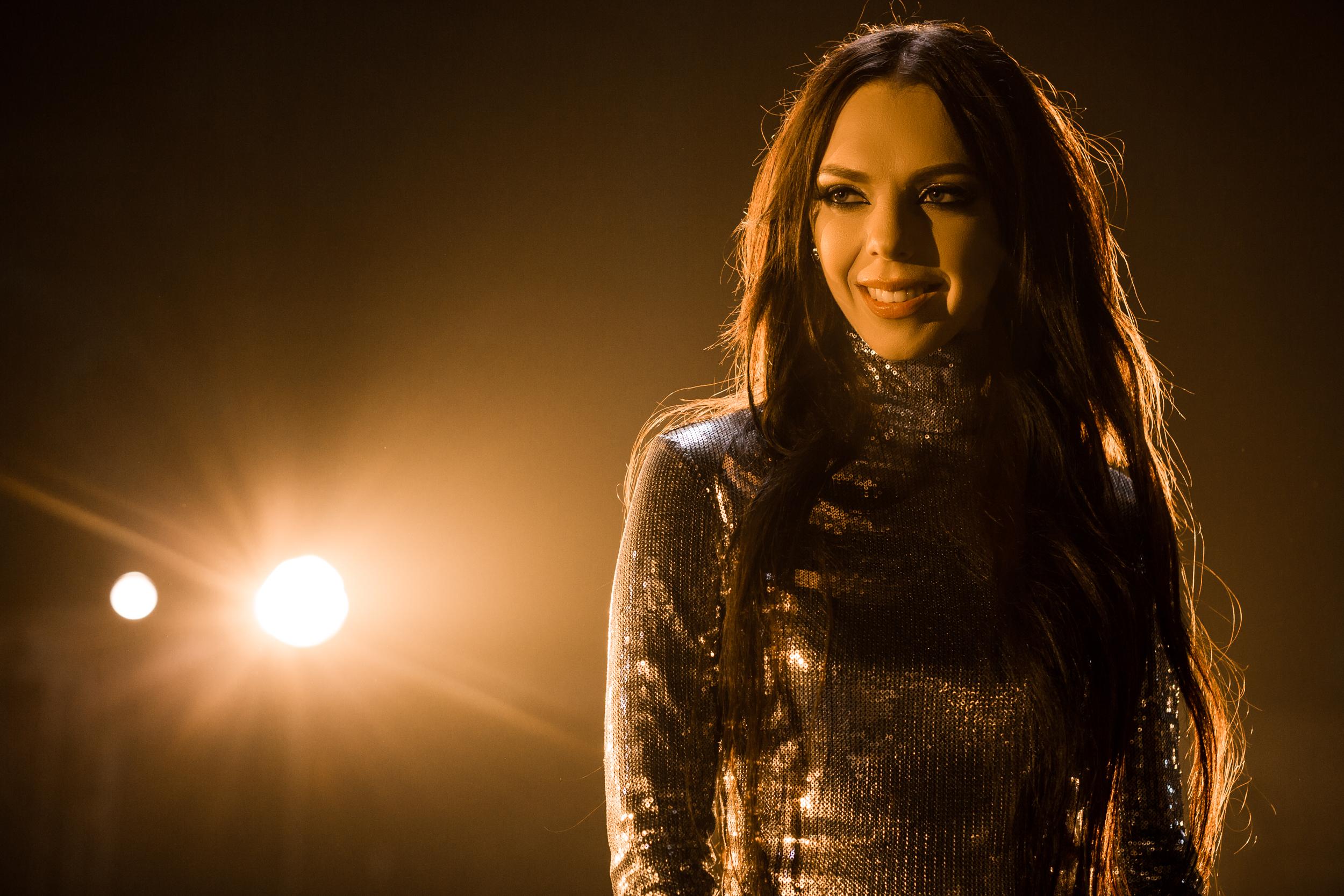Sonya Kay примеряла откровенные образы в клипе на песню