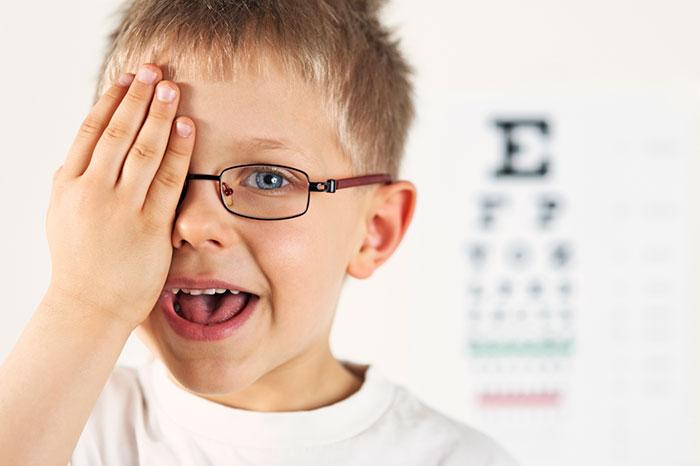 Берегите здоровье глаз ребенка с самого раннего возраста – добавляйте в его рацион продукты, богатые витаминами  А, С, D