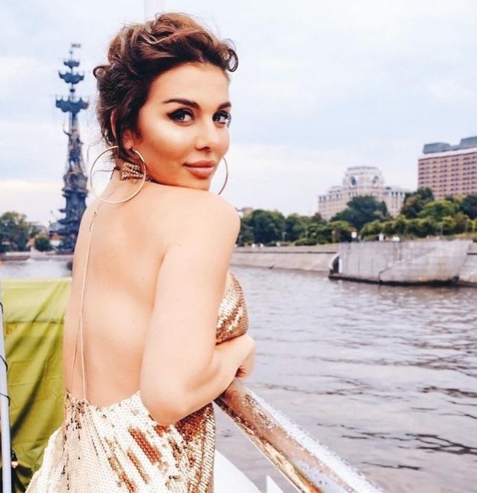 В красном бикини: Седокова показала фигуру без фотошопа