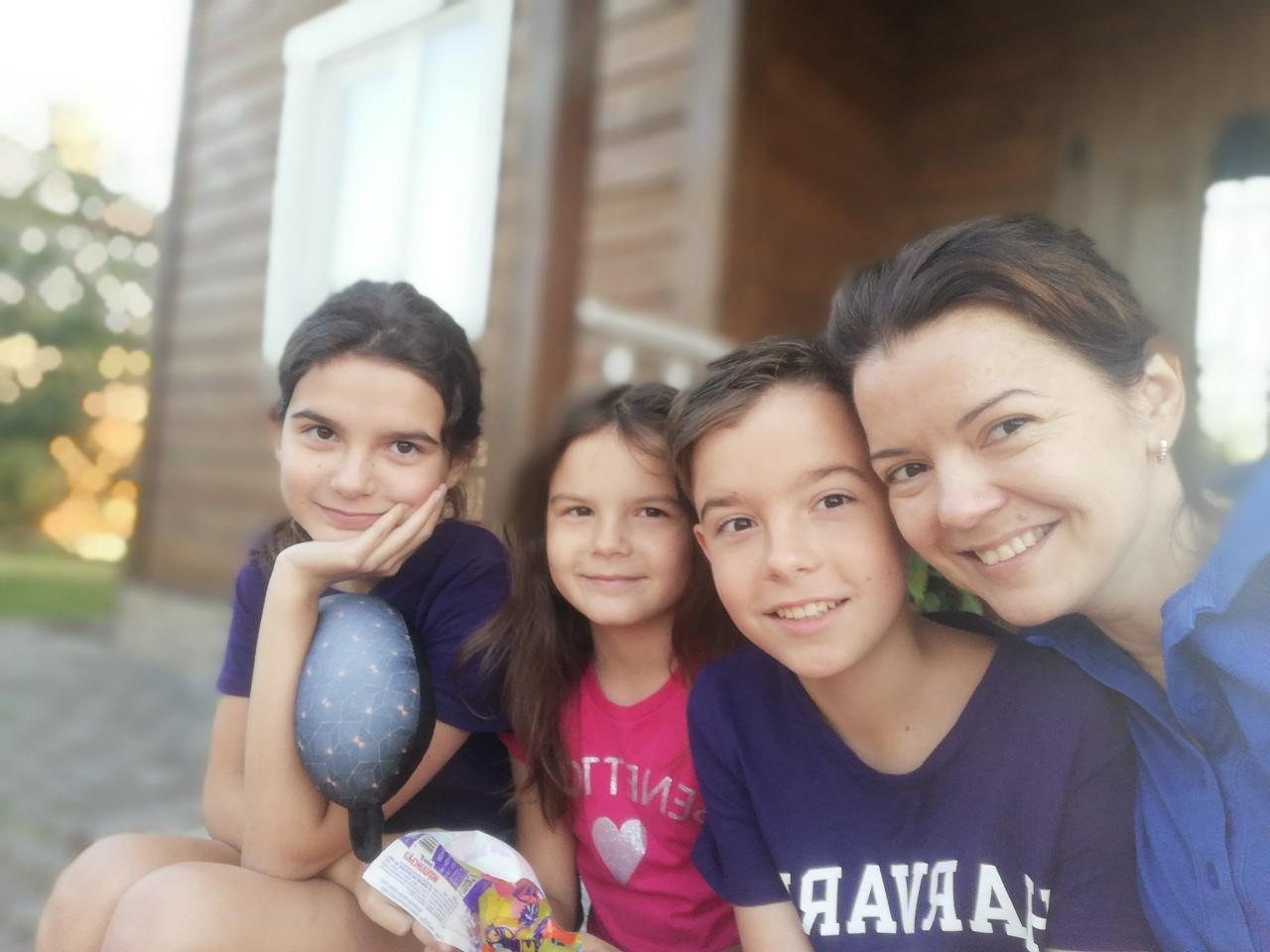 В купальнике, с гантелями и на матче: Маричка Падалко показала, как отдохнула с семьей
