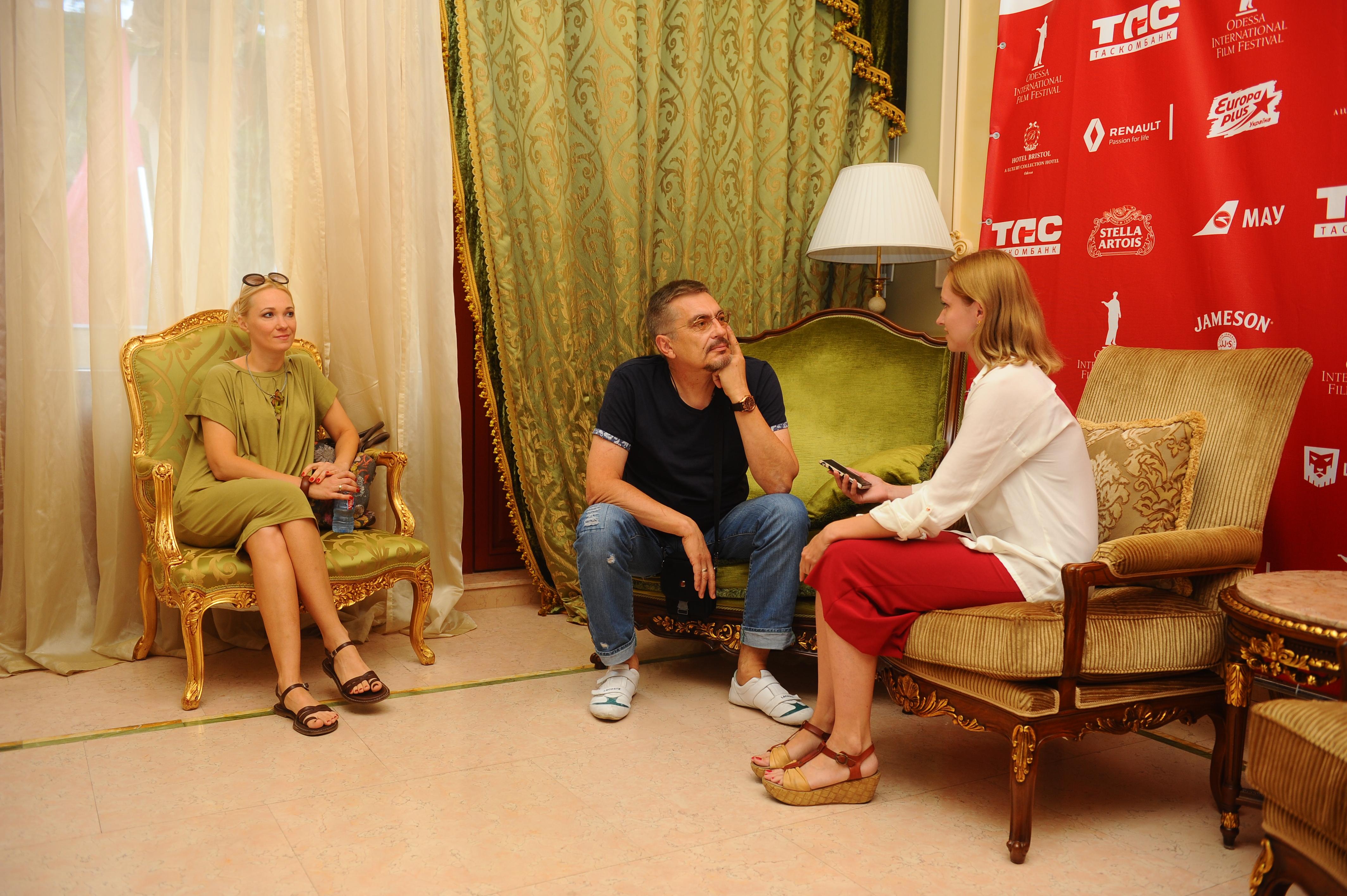 Анатолий Матешко с супругой-сценаристом Анастасией (слева)