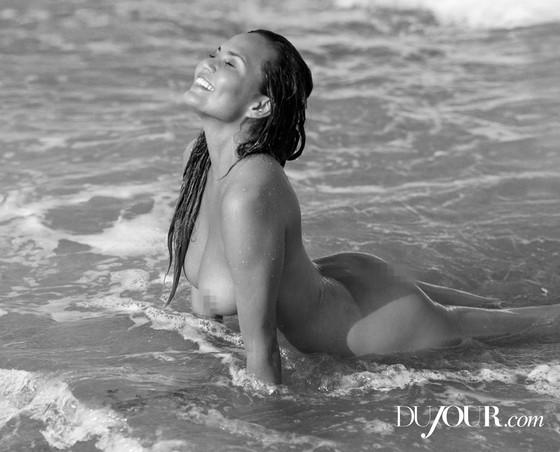 Модель Крисси Тейген в смелой фотосессии