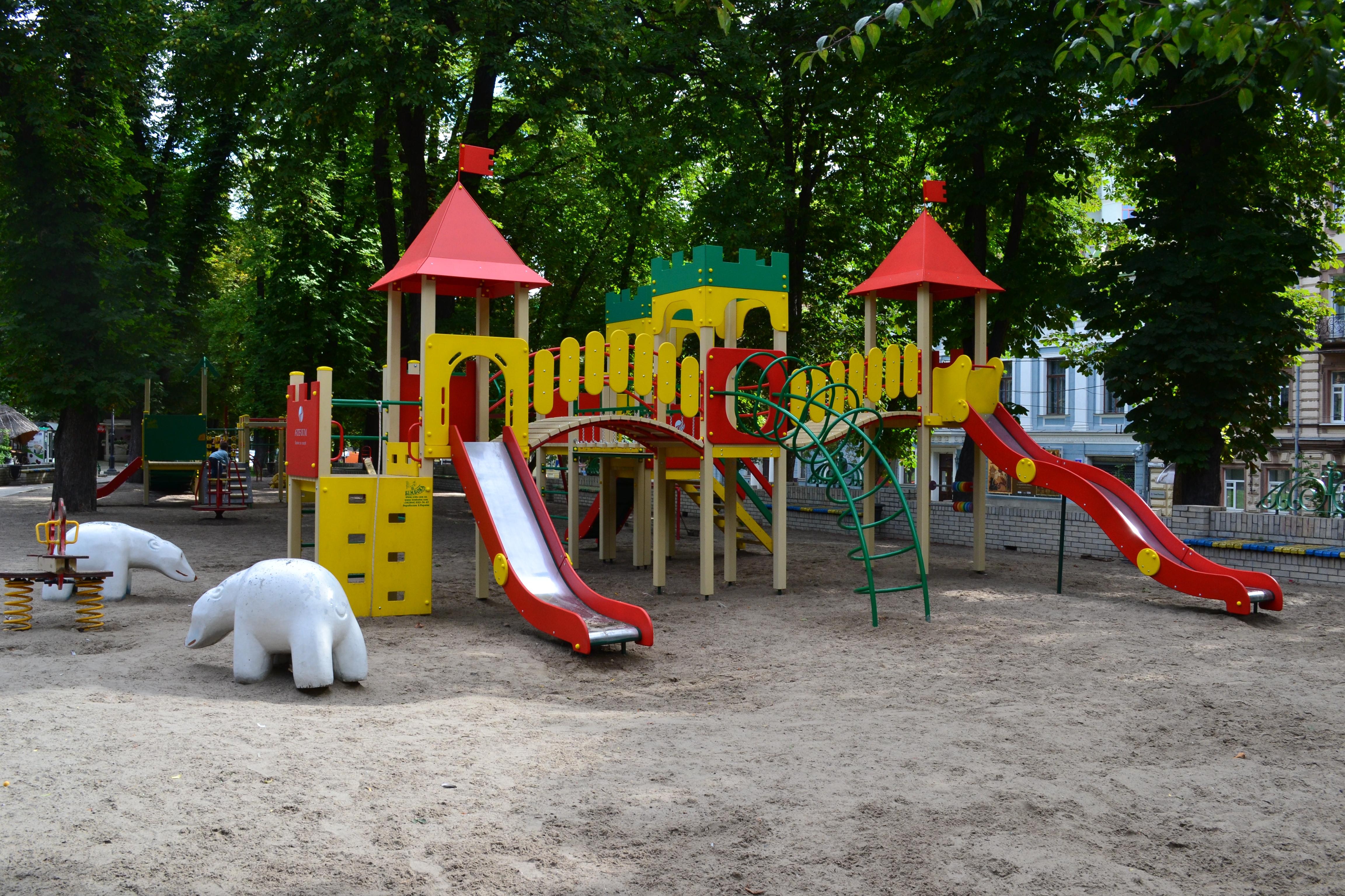куда пойти с ребенком в Киеве, Площадка в парке Шевченко