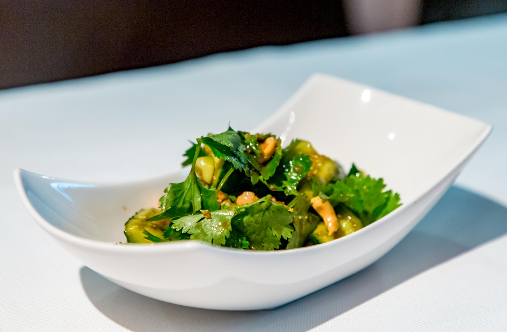 Битые огурцы по-китайски: рецепт азиатской закуски