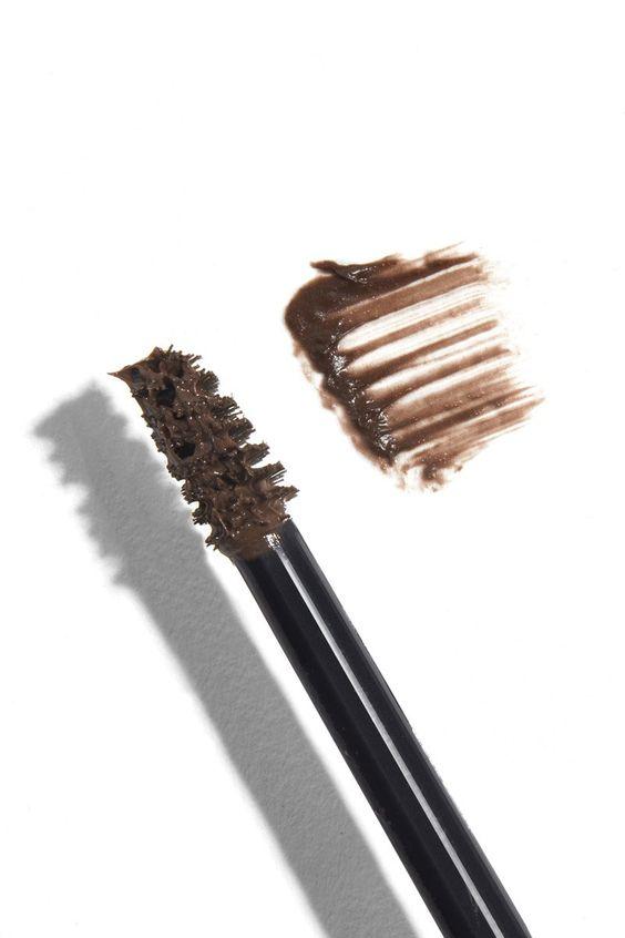 Идеальный взгляд: зачем нужен гель для бровей и как им правильно пользоваться