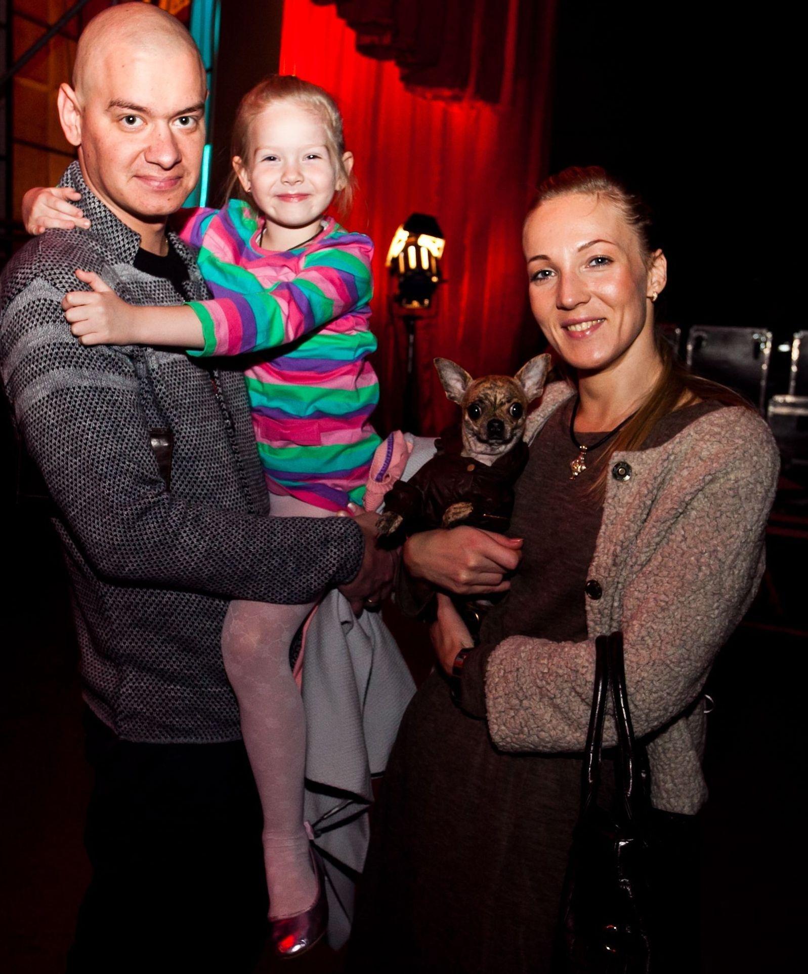 Евгений Кошевой с дочкой и супругой