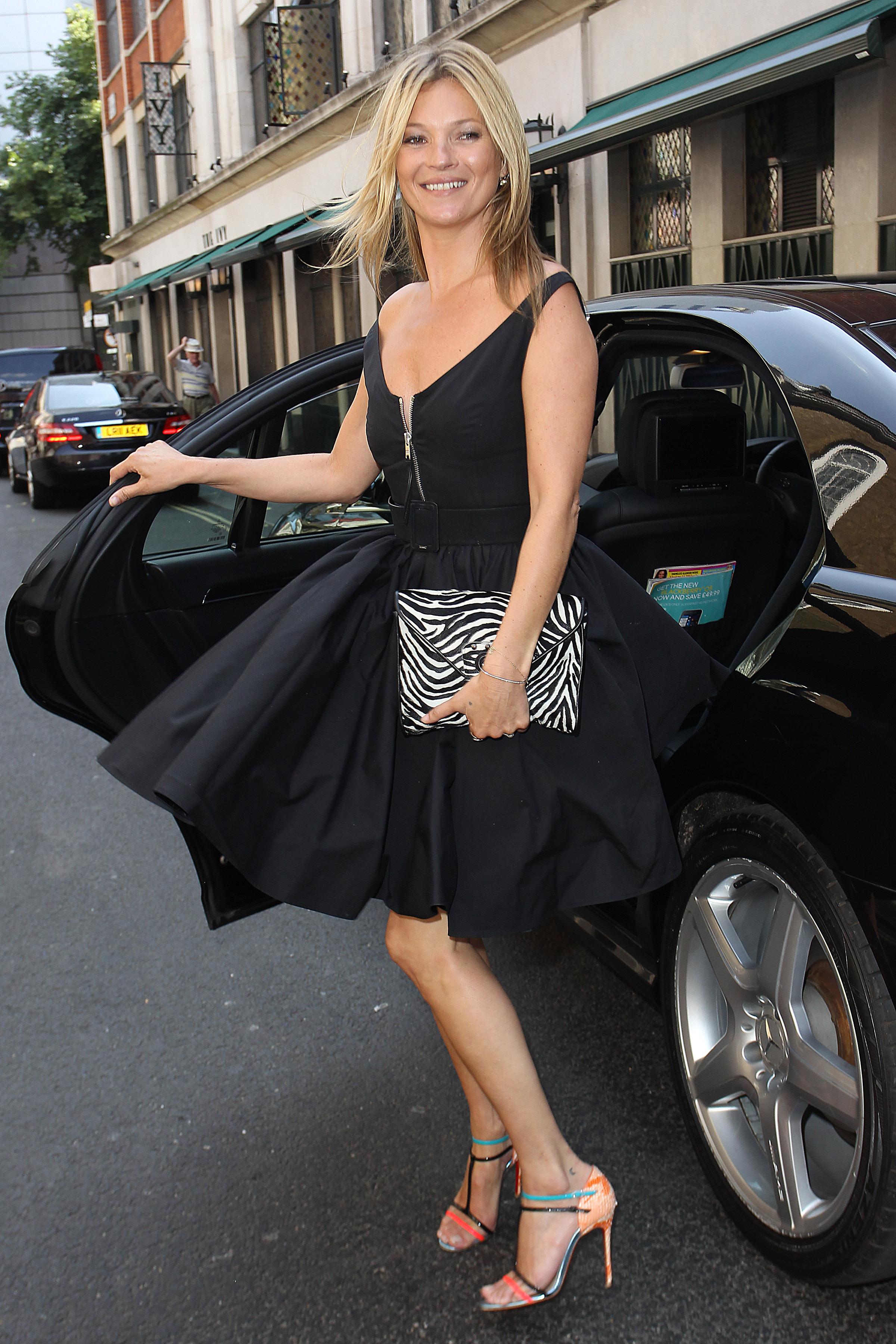 Модель Кейт Мосс в платье Prada
