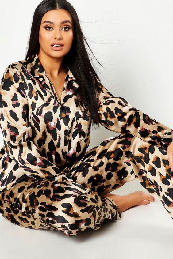 ТОП-7 образов одежды для сна - костюм с леопардовым принтом