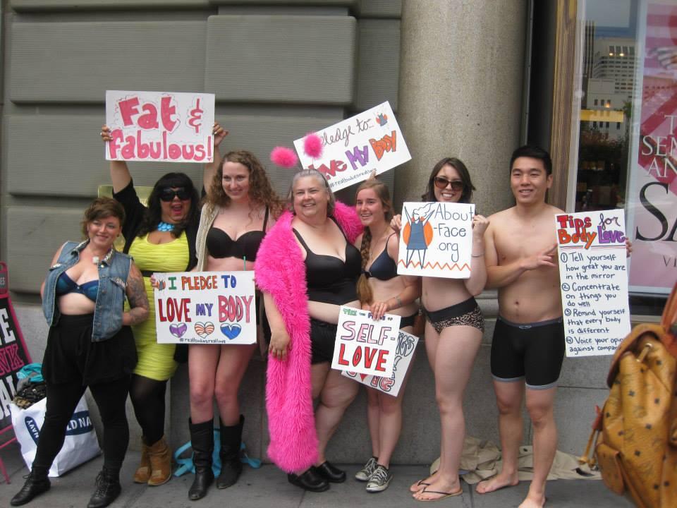 Организация  About-Facе устроила протест под стенами магазина Victoria's Secret