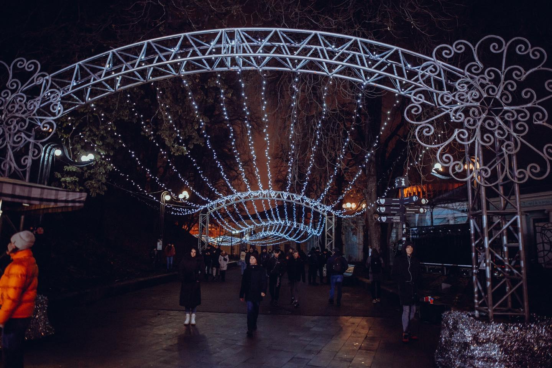 Новогодняя столица в период карантина: где искать новогодние локации в Киеве 2021
