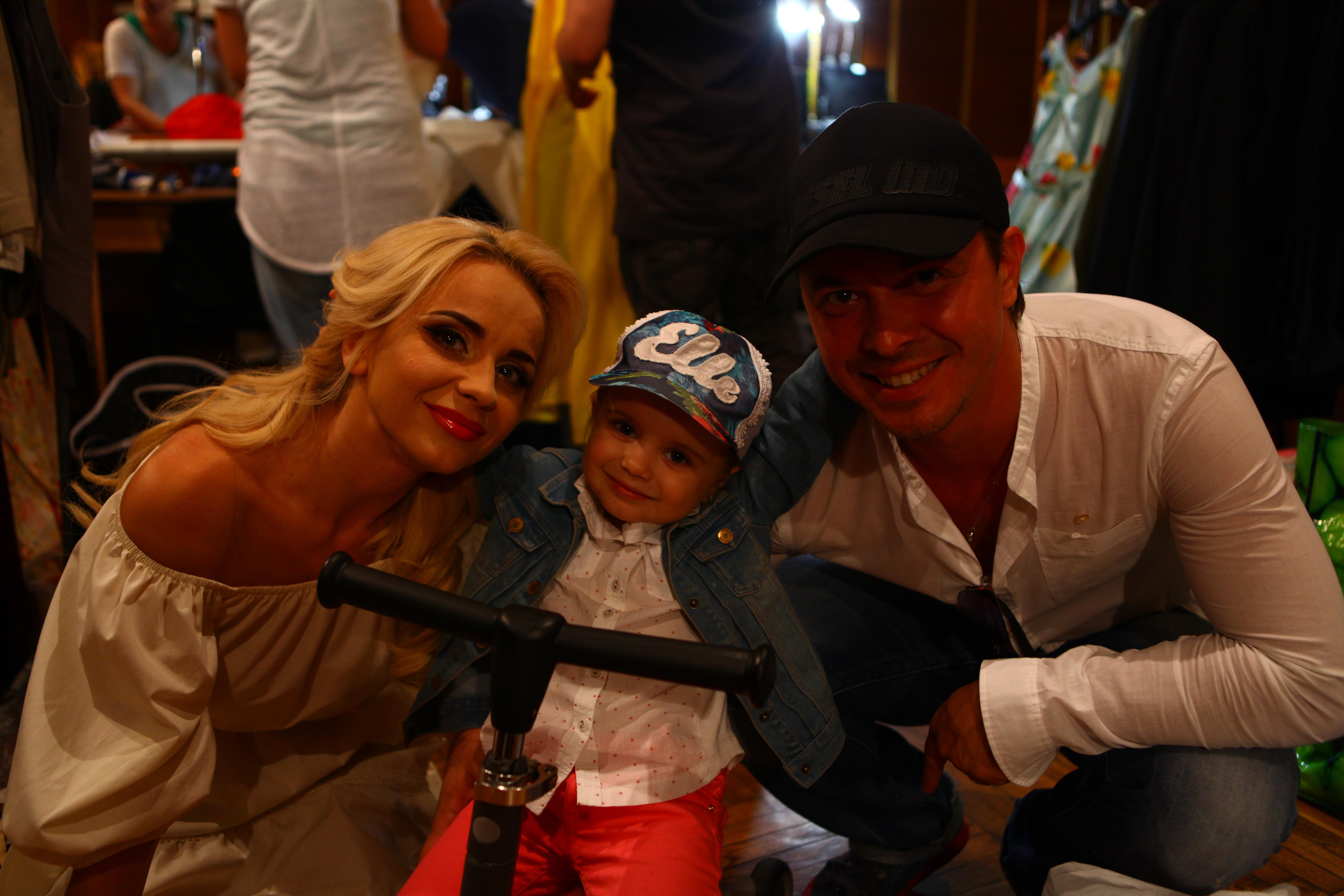 Лилия с мужем и дочкой