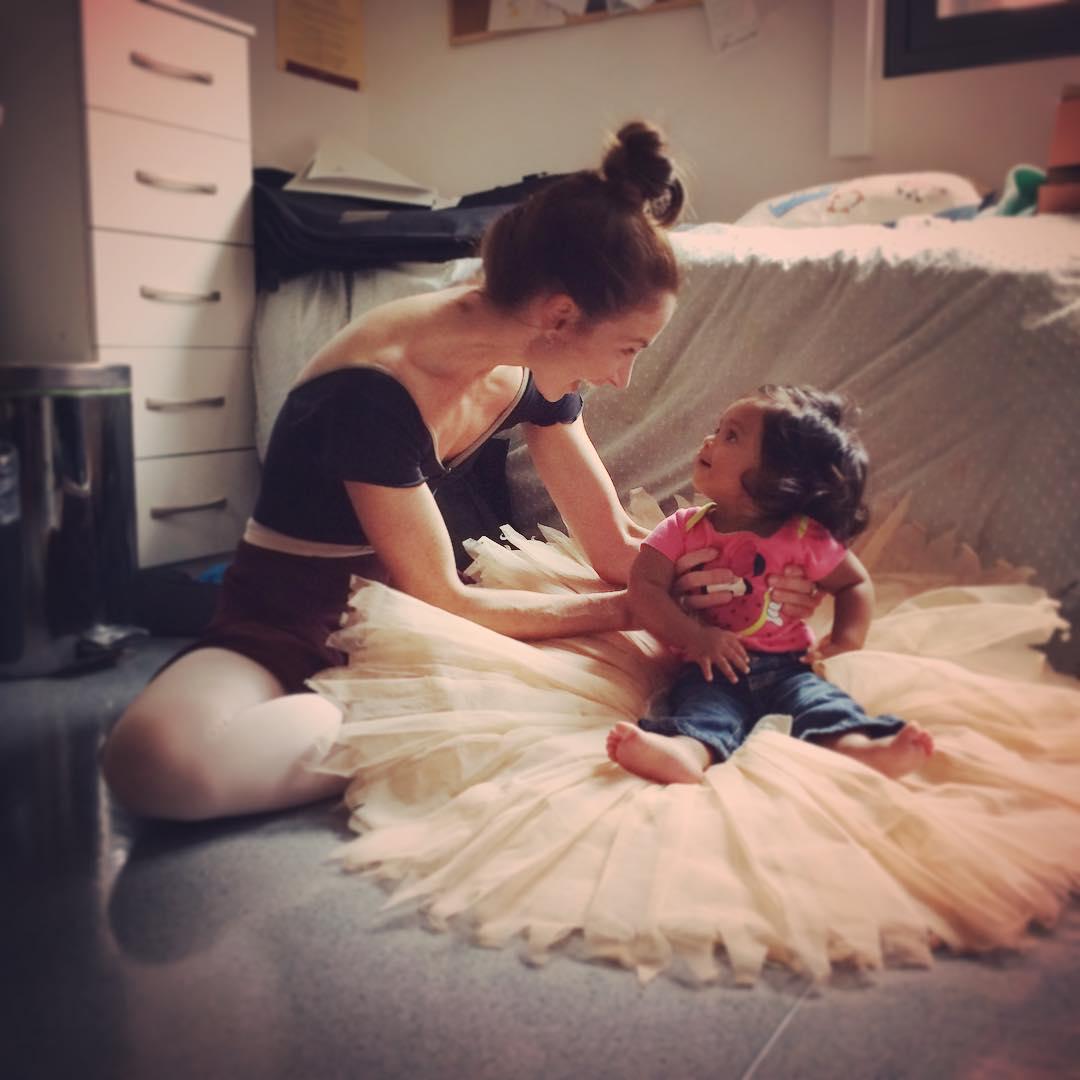 Ролик с беременной балериной, который она снимала 9 месяцев, стал хитом Сети