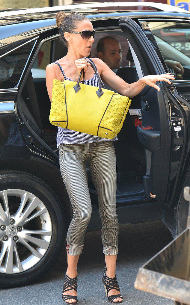 Новый аксессуар Сары Джессики Паркер - W tote из новой коллекции Louis Vuitton