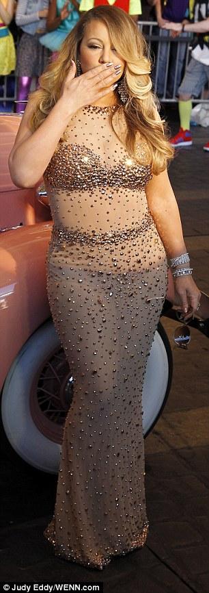 Модный конфуз: Мэрайя Кэри надела прозрачное платье