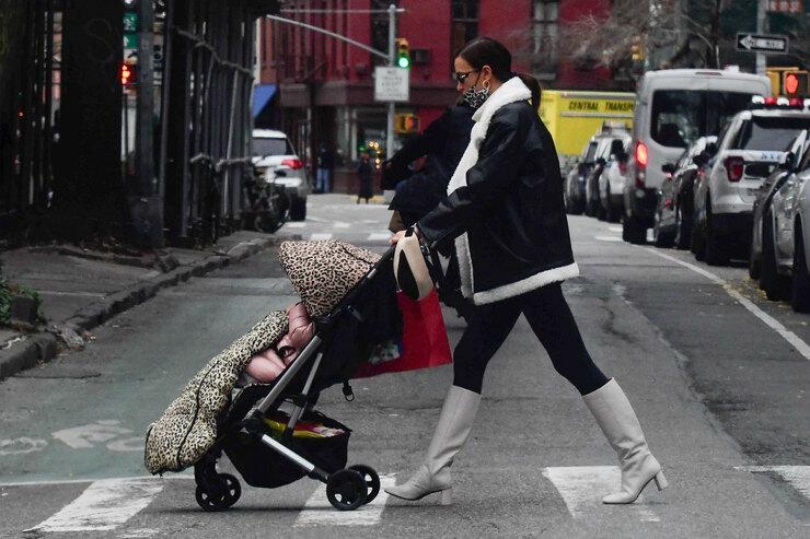 Ирина Шейк в самой модной дубленке этой зимы, которая спасет от морозов