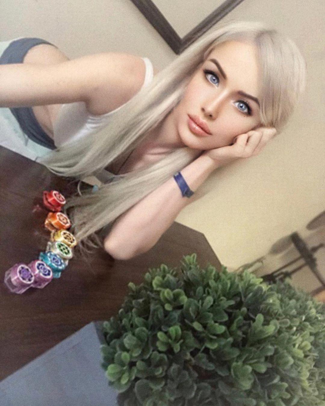 Красотой нужно пользоваться: Одесская Барби превратилась в роковую женщину-вамп