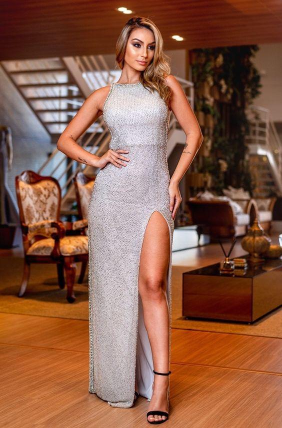 Самые модные и эффектные выпускные платья 2021