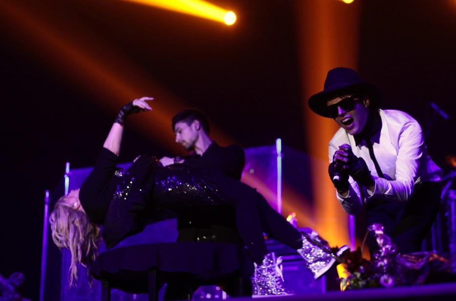 Alekseev заставил Ирину Билык летать по сцене